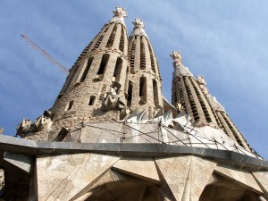 Colour photograph showing the West/'Passion' Elevation of the Templo Expiatorio de la Sagrada Familia in Barcelona, Spain. An architectural wonder designed by Catalan Architect, Antoni Gaudí i Cornet (1852-1926), and still under construction. Click to enlarge. Photograph taken by CJ Walsh. 2009-03-20.