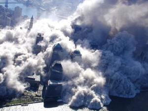 Colour photograph showing the thick cloud of toxic dust and debris spreading rapidly throughout lower Manhattan, and beyond, after the Second Tower Collapse (WTC 1/North Tower) just before 10.30 hrs (local time) on the morning of 11 September 2001. Earlier, seismic sensors located 160 Km away had recorded the time and intensity of the First Tower Collapse (WTC 2/South Tower) at 09.59 hrs (local time). Click to enlarge.