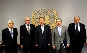 Colour photograph showing the 2010 Gaza Flotilla Panel of Inquiry Team ... Mr. Süleyman Özdem Sanberk, Sir Geoffrey Palmer, President Álvaro Uribe and Mr. Joseph Ciechanover Itzhar ... with UN Secretary-General, Mr. Ban Ki-moon, in the centre. (AP Photo/Mary Altaffer)
