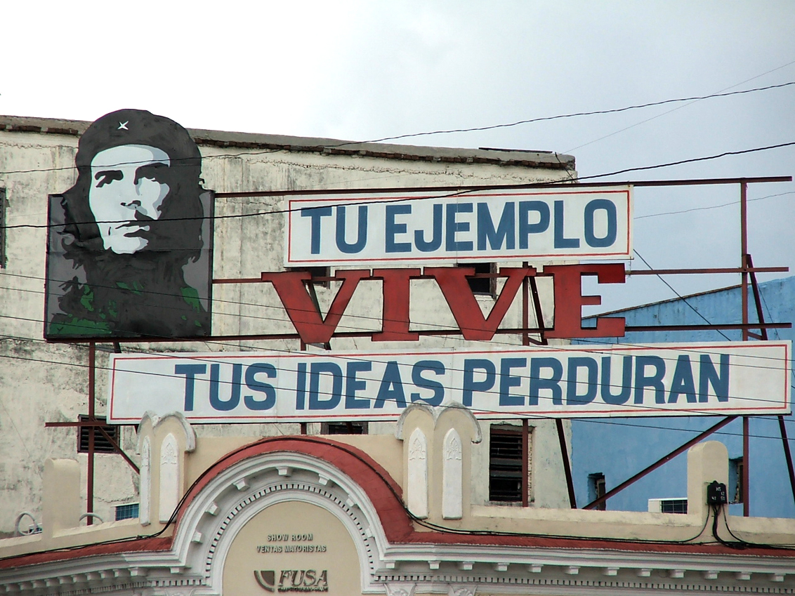 "an image of CHE with the accompanying text ""Tu Ejemplo Vive – Tus"