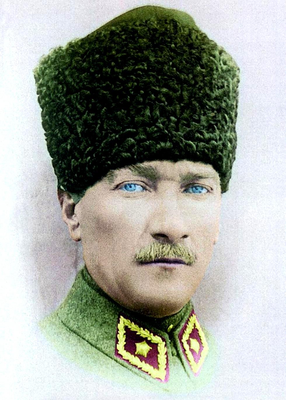 MÉXICO - Etnografía, cultura y mestizaje - Página 2 Ghazi-Mustafa-Kemal-Ataturk